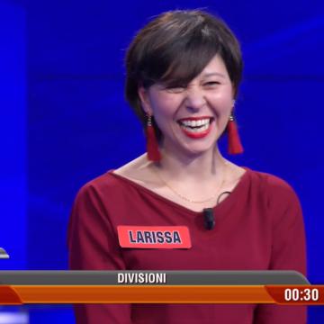 """Larissa, Professoressa di Gaeta a """"L'Eredità"""": ecco il suo esordio. La riconoscete?"""