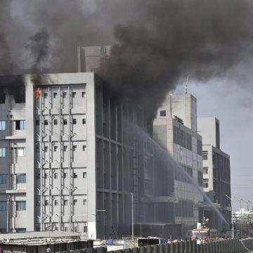 Scoppia incendio nel più grande sito al mondo di produzione vaccini anti-Covid