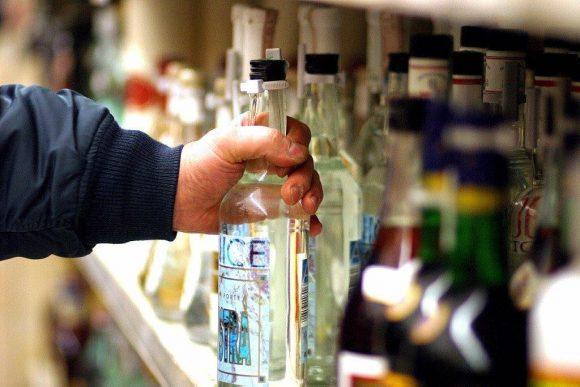 Formia: rubano alcolici, 2 denunciati